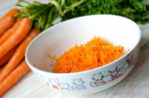 Тертая сырая морковь
