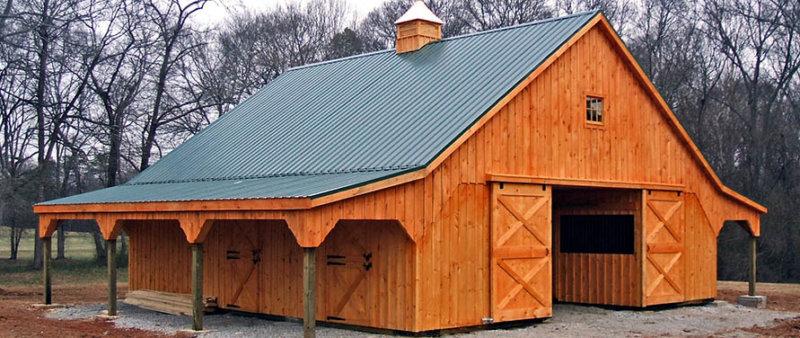 Двускатная крыша конюшни