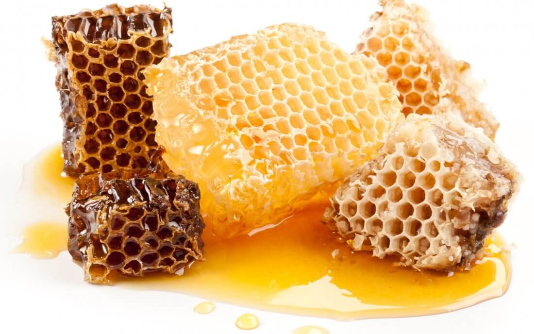 Пчелиные соты с медом