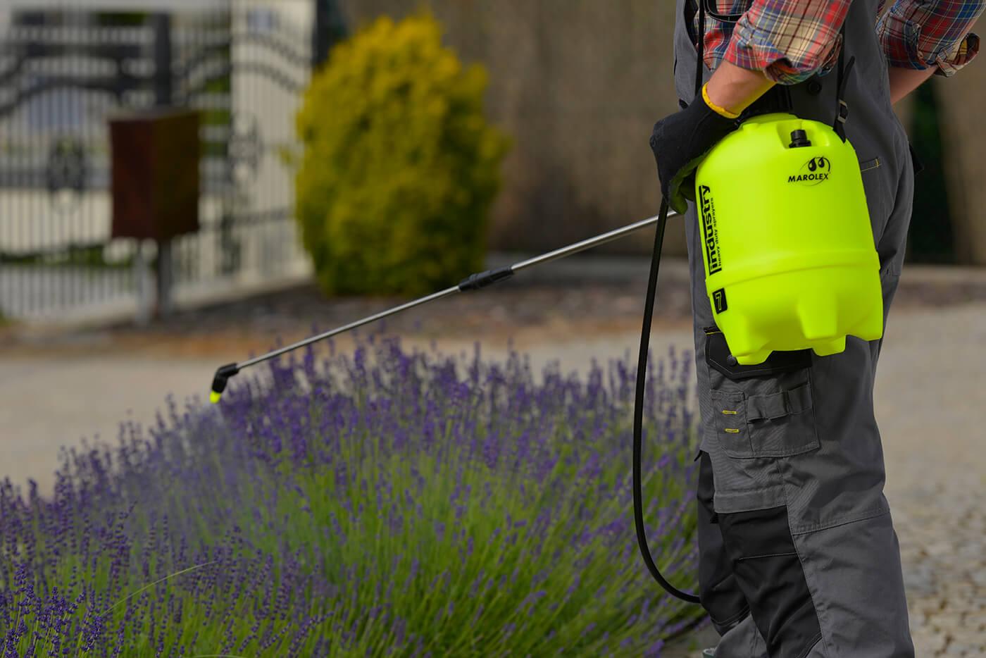 Как выбрать опрыскиватель для сада: виды для приусадебных участков