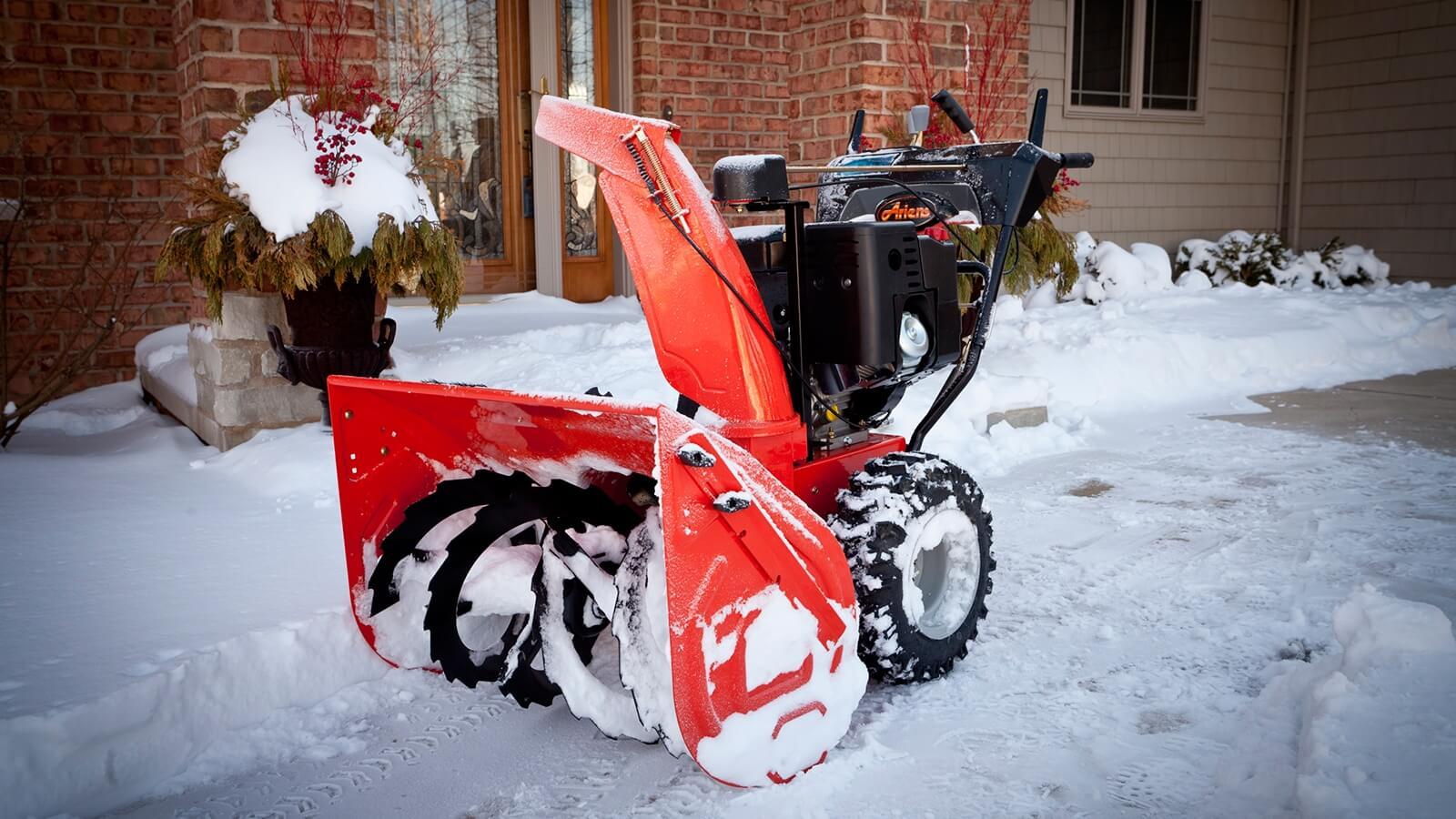 Как выбрать снегоуборщик для дома: особенности и производители